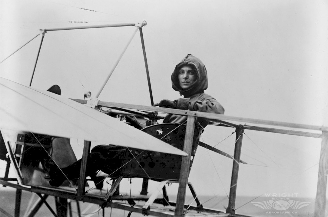 the wright brothers pioneers of a manned aircraft The wright brothers: aviation pioneers written by staff writer • posted on may 22, 2014 the orville brothers were embroiled for years over the ownership of their patent, but we have come to associate them with the invention of the airplane.