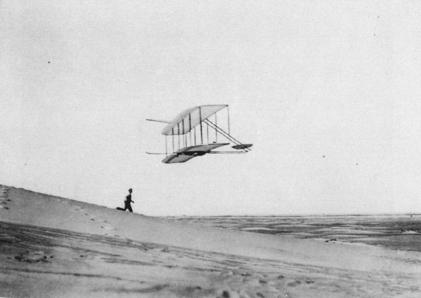 write brothers plane With orville wright at the controls and wilbur wright mid-stride, right, the 1903 wright flyer makes its first flight at kitty hawk, nc, dec 17, 1903 1903 wright flyer the original 1903 wright flyer is the centerpiece of the wright brothers & the invention of the aerial age exhibition at the national air and space museum's flagship building on the national mall in washington.
