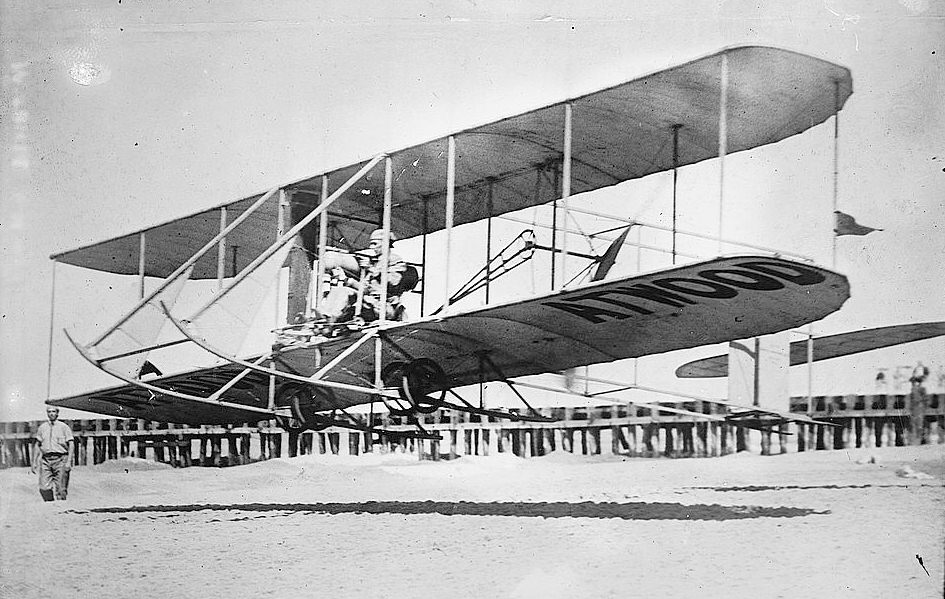 Esposa wright brothers the fist plane 13second long