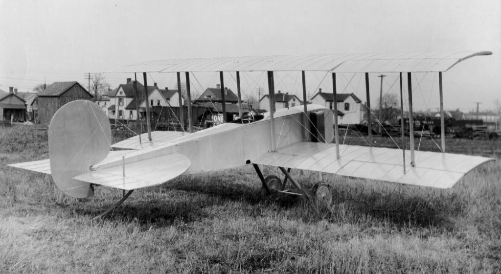 Wright brothers the fist plane the early